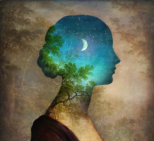 mujer cabez luna retallada